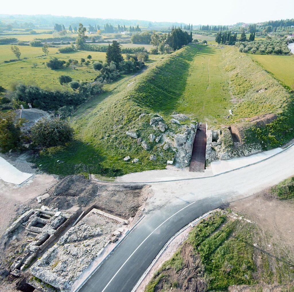 Αεροφωτογραφία των ταφικών μνημείων κοντά στο Στάδιο