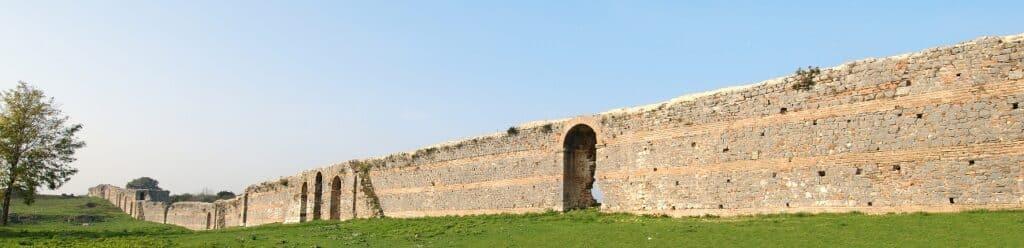 Άποψη του τείχους της παλαιοχριστιανικής οχύρωσης
