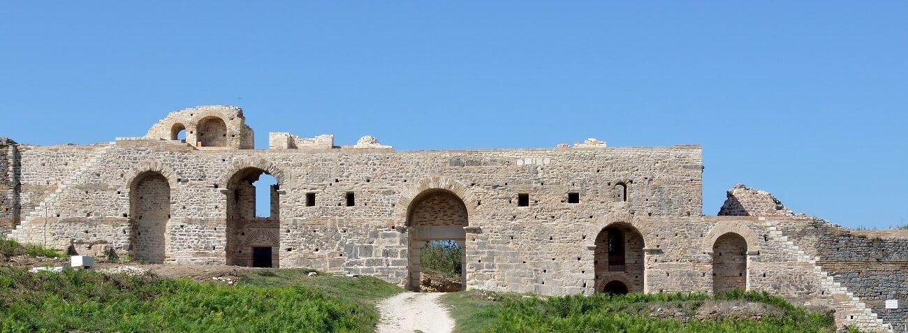 Δυτική πύλη, σήμερα αναστηλωμένη