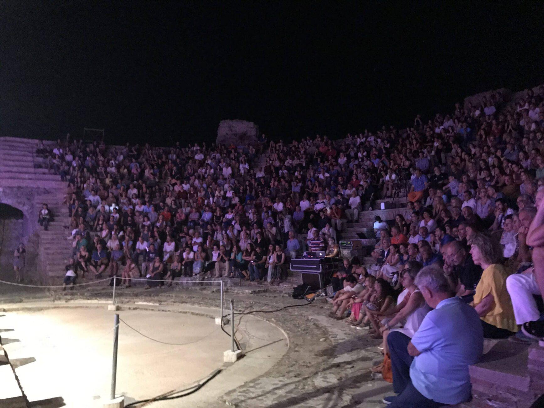 Μικρά Νυχτερινά Μάγια στο ρωμαϊκό Ωδείο Νικόπολης